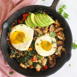 cast iron skillet with vegan breakfast hash and vegan fried egg